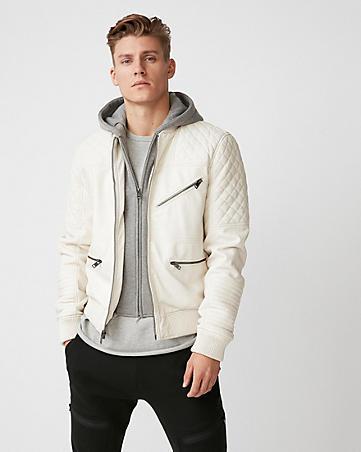 Uma jaqueta off white que é tendência atualmente