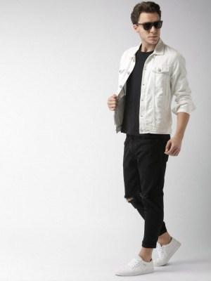 Jaqueta branca masculina em um look casual para várias ocasiões