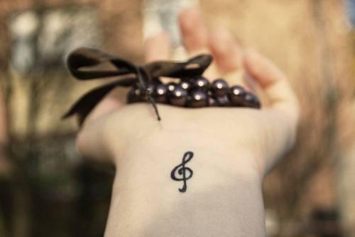 tatuagem de cifra de música.