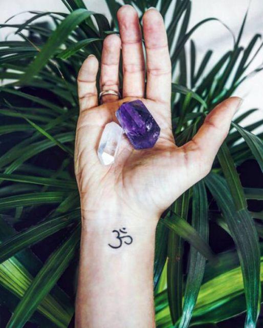 tatuagem do símbolo OM.