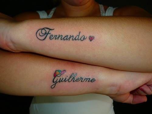 Uma tatuagem em cada braço para homenagear cada filho