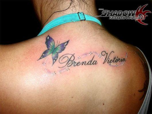Tattoo grande nas costas colorida com borboletas