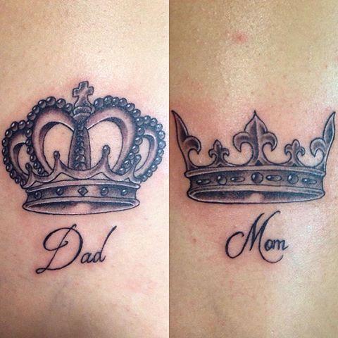 Em cada braço com uma coroa que mostra todo o seu orgulho por eles