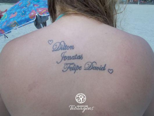 Que tal fazer uma tattoo dessas na região das costas? São várias possibilidades