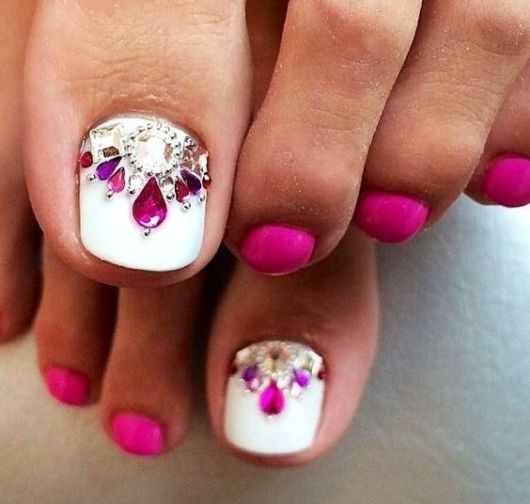nail art pink com pedras