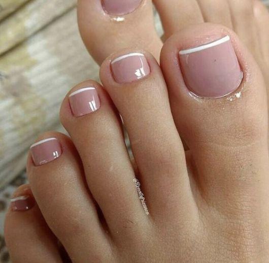 nail art discreta para os pés