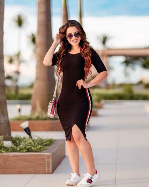 vestido preto justo