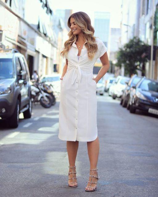 vestido branco com sandália