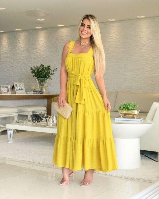 look com vestido amarelo