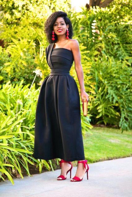 vestido preto com sandália vermelha