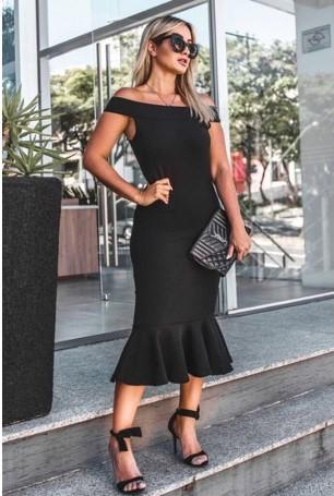 vestido com sandália preta