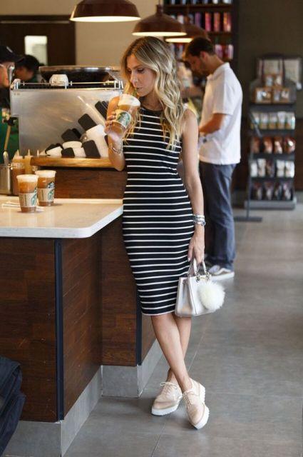 vestido com tênis flatform