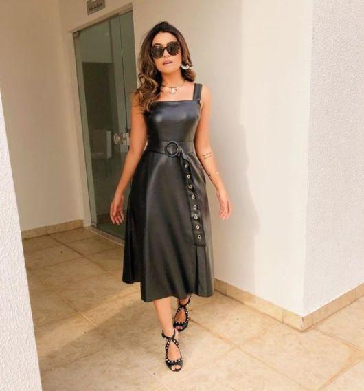 vestido rodado de couro