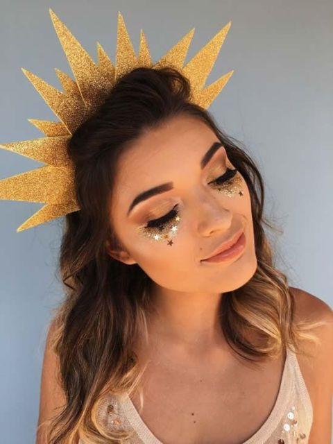 Penteados para carnaval: cabelo solto com tiara de sol