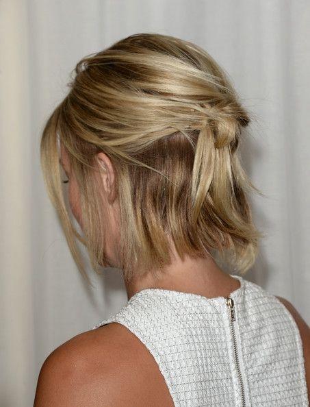 Penteados para carnaval: cabelo curto semi preso