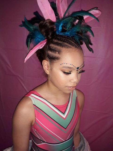 Penteados para carnaval: cabelo com trança lateral