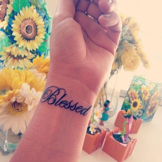 tatuagem no pulso escrita
