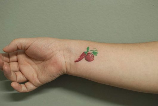 tatuagem cereja e pimenta