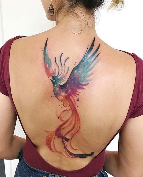 Tatuagem de fênix aquarela nas costas