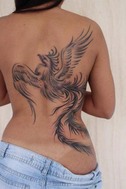O porte da fênix também faz toda a diferença na tatuagem