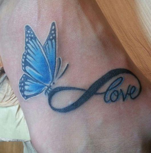 Quando o símbolo do infinito forma a palavra amor e ainda tem uma linda borboleta azul