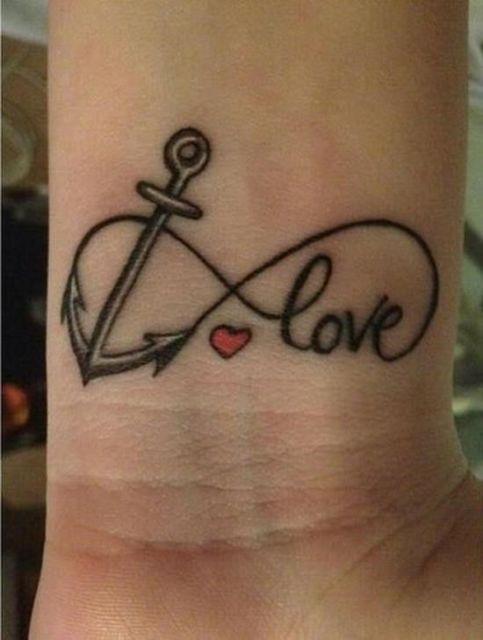 Uma linda simbologia com âncora e coração, formando a palavra Amor