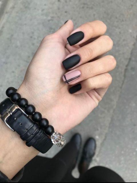 nail art preto e rosa