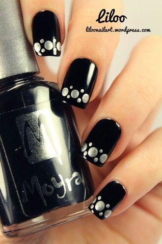 nail art preto e prata