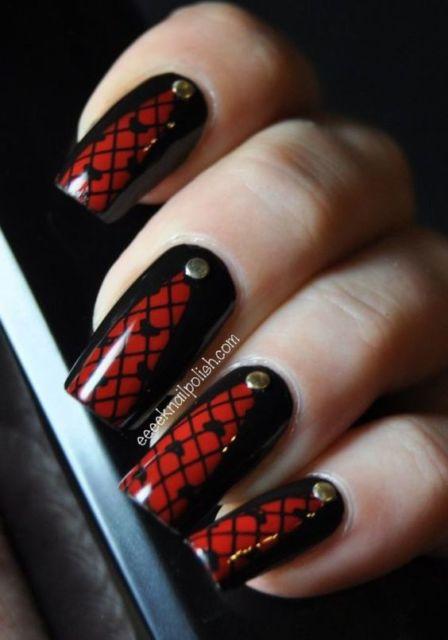 nail art em vermelho e preto