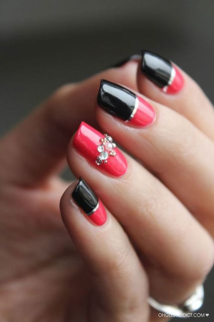 nail art com fita metálica