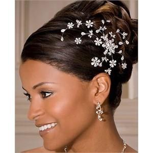 Arranjo de cabelo para noiva: com strass