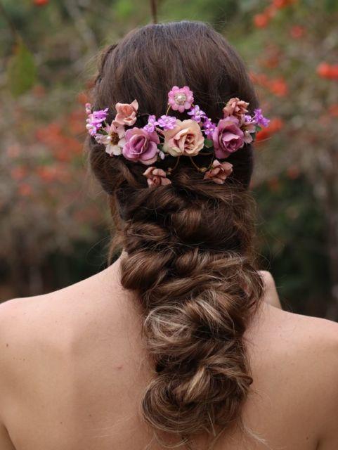 Arranjo de cabelo para noiva: rosa