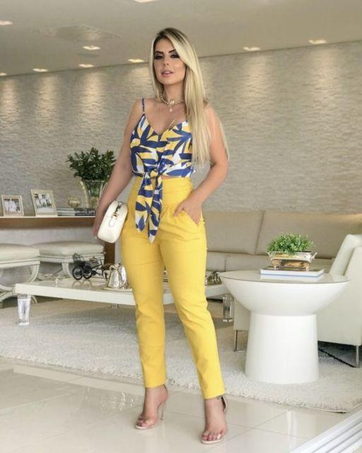 look com calça amarela