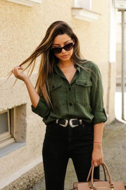 look calça preta com camisa