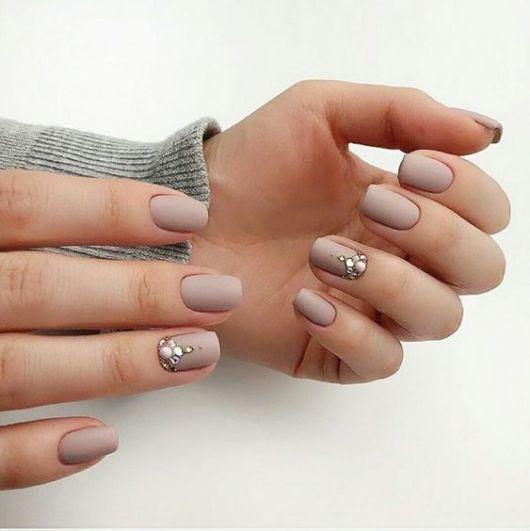 decoração simples com pedras de unhas