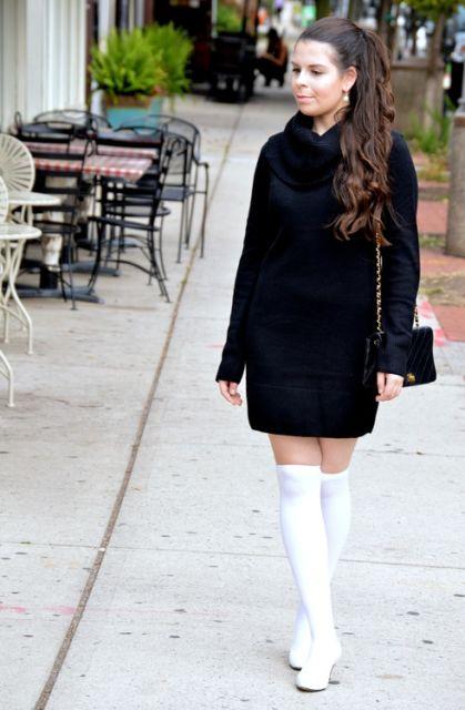 look com vestido preto de gola role