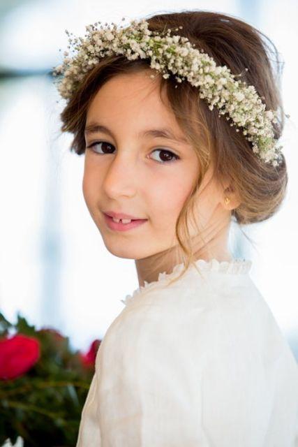 penteado com coroa de flores