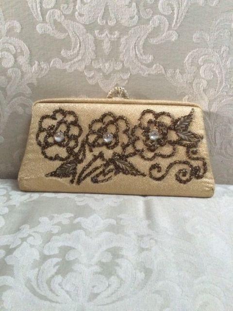 bolsa de festa tradicional e bordada