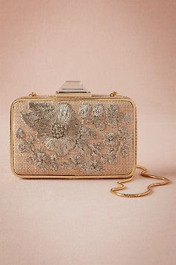 clutch com bordado de flor