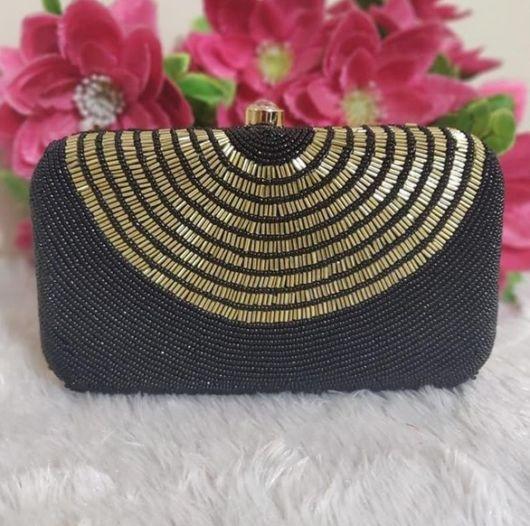 clutch bordada em preto e dourado