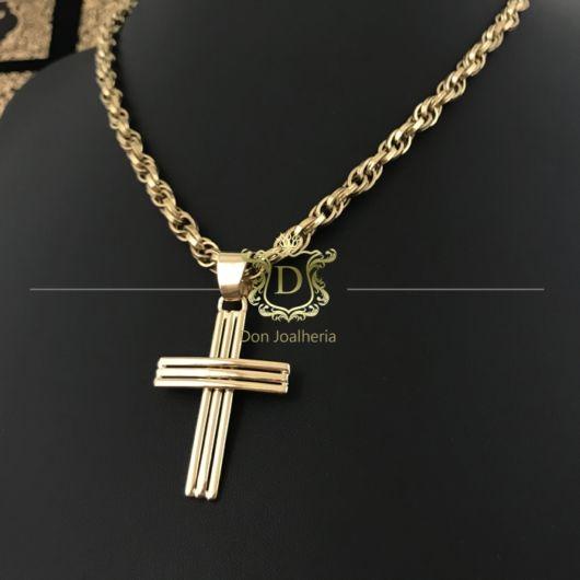 Corrente de ouro com crucifixo