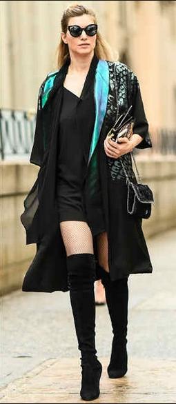 look vestido com bota over the knee
