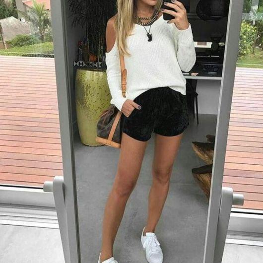 look short com tênis branco