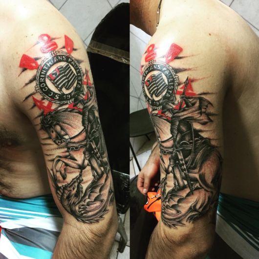 Tatuagem do Corinthians cobrindo todo o braço