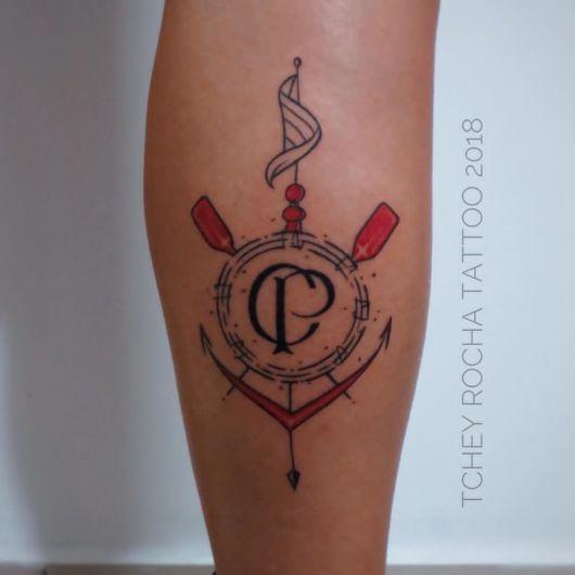 Lindos traços em uma tattoo delicada na perna