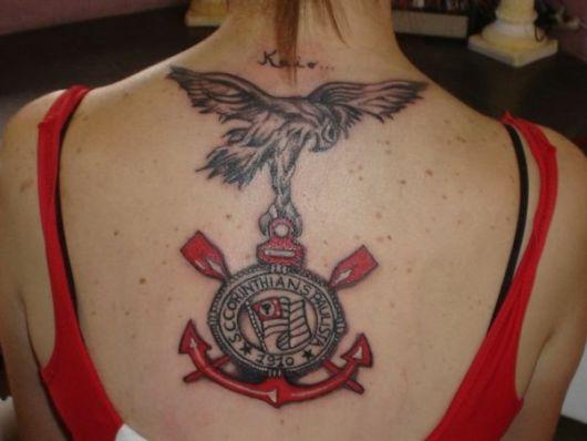 Gavião + escudo do Timão nas costas para exaltar todo o seu amor pelo clube