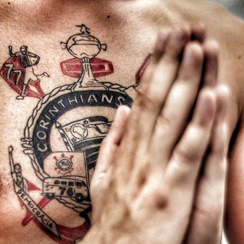 tatuagem do Corinthians no peito