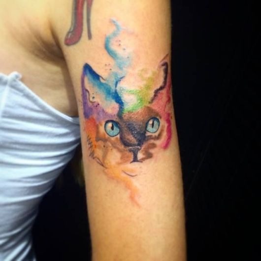 Tatuagem realista feminina