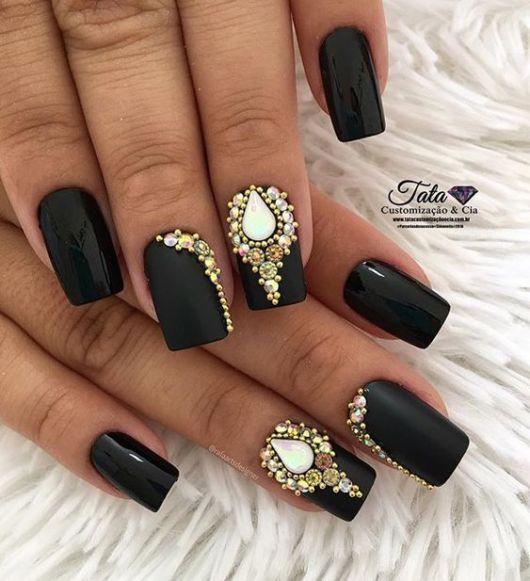 unhas pretas decoradas