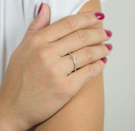 anel delicado de diamante